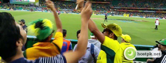 Pakistani fans making fun of Indian Mauka Mauka after Indian defeated