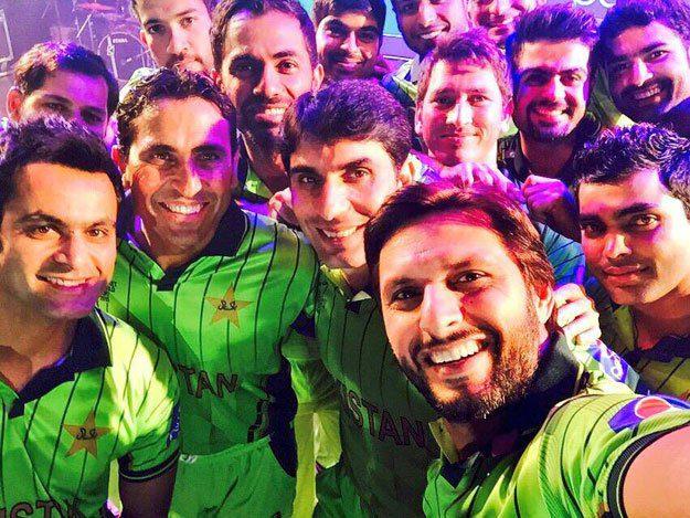pakistan-cricket-team-selfie